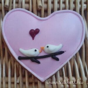 Mézeskalács szív galambokkal